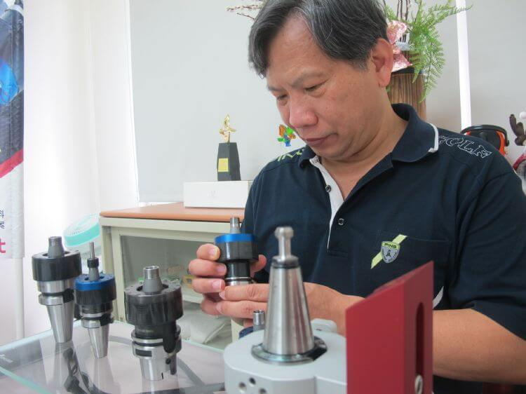 The founder of HIT and exhibits of HIT ultrasonic tool holders